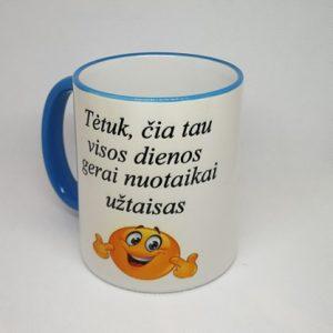 puodelis su užrašu